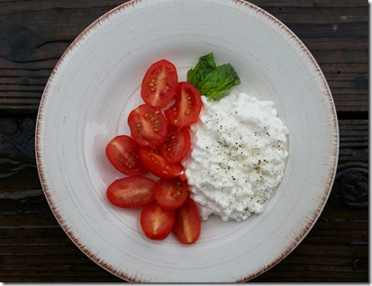 snack cottage cheese and tomatoes
